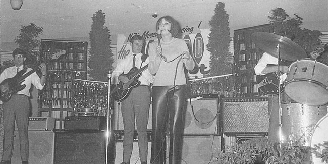The Detours backing Gwynn Owen - Laredo Nitespot, March 1966